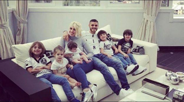Mauro y Wanda Icardi con sus hijos