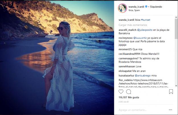 Wanda Nara en la playa Ibiza
