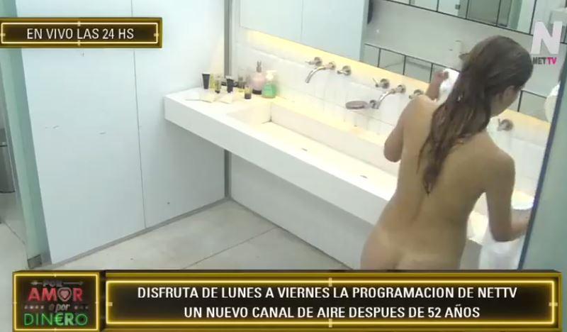 Carla Se Duchó Completamente Desnuda Y Subió La Temperatura