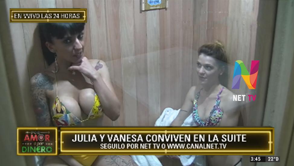 Julia y Vanesa en el sauna