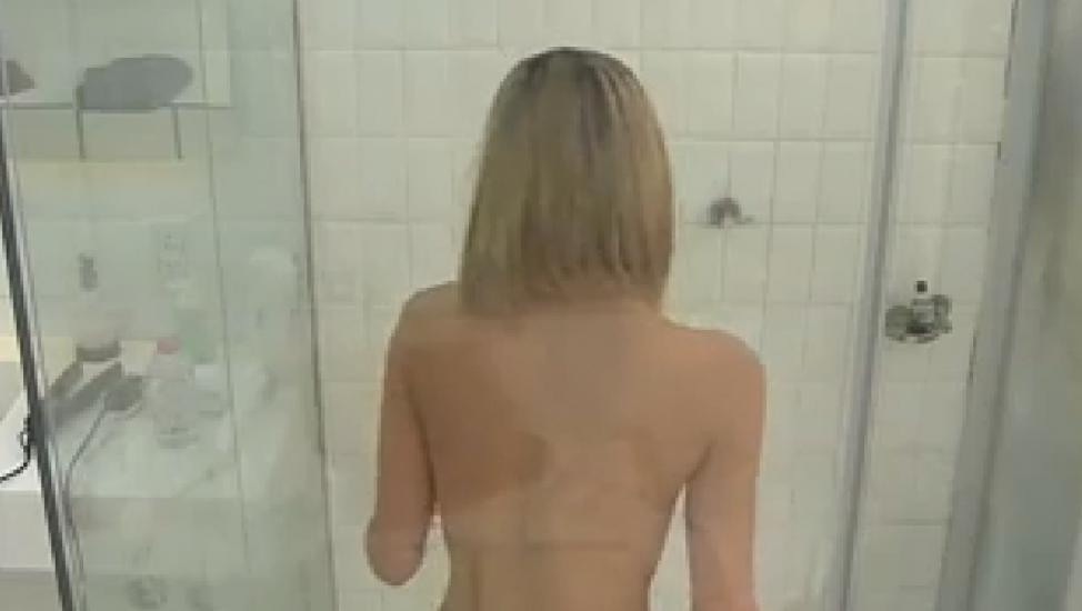 Iara Se Desnudo Frente A Las Camaras E Hizo Algo Mas En La Ducha