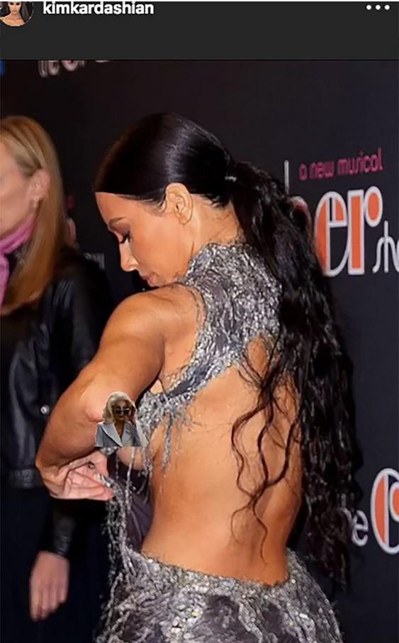 Kim Kardashian con vestido roto