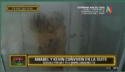 Anabel y Kevin en la ducha
