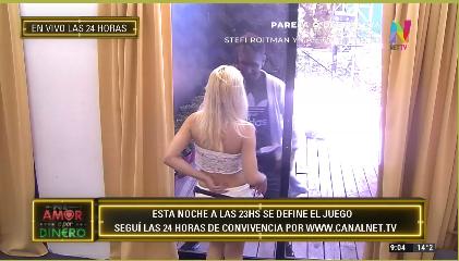 Lucía y Marcos bailan a través del vidrio