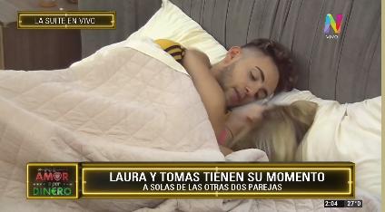 Laura y Tomás bajo las sábanas
