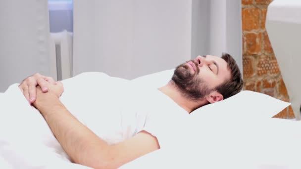 acostado nasa en cama
