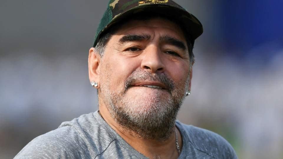 Filtran fotos de Diego Maradona con mujeres desnudas en Cuba