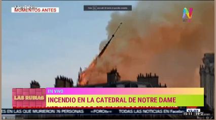 Se derrumba la aguja de la catedral de Notre Dame