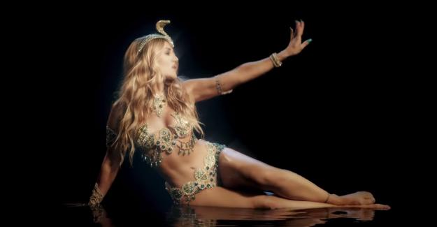 "Captura videoclip ""La Cobra"""