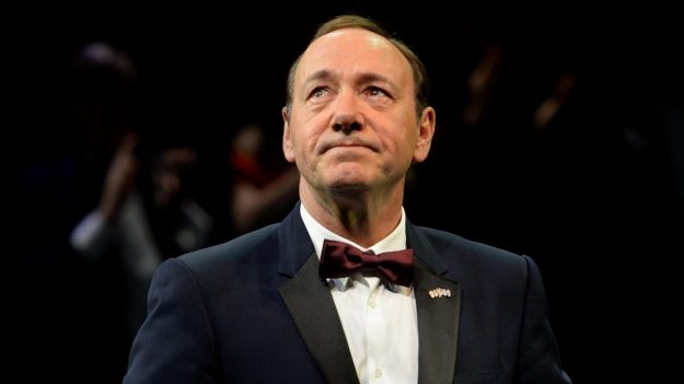 kevin spacey cargos agresion sexual