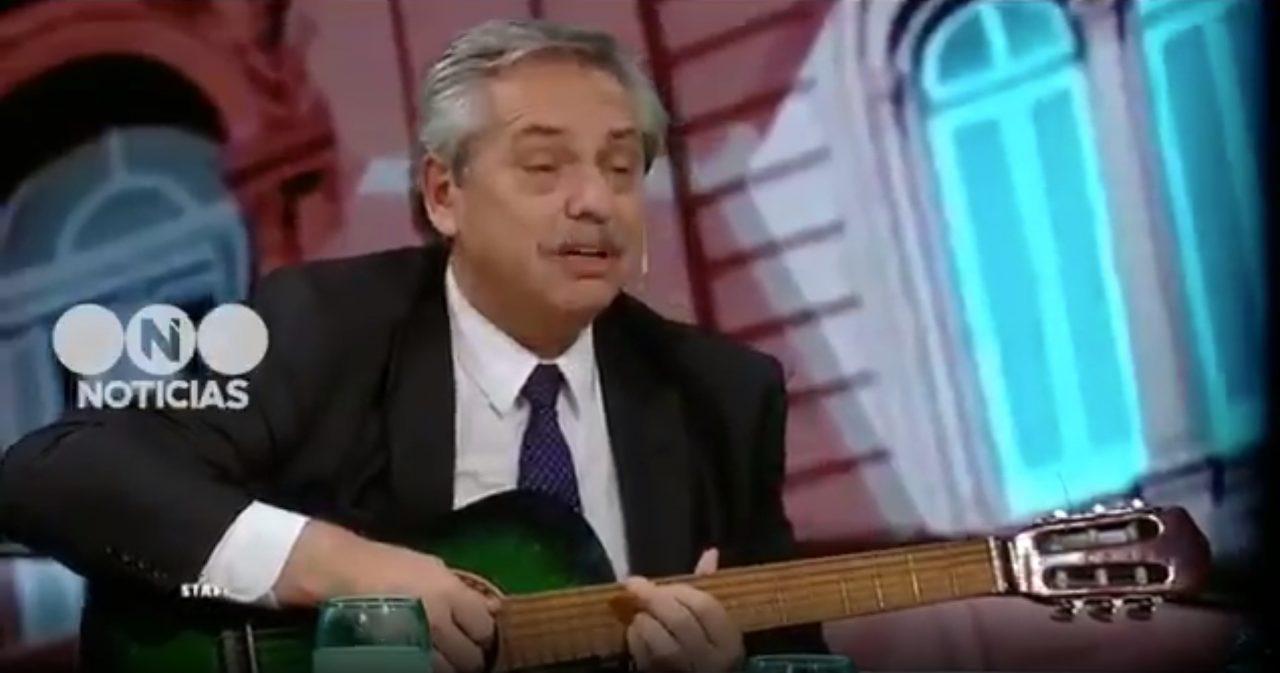 Alberto Fern U00e1ndez Toc U00f3 Blackbird De The Beatles Y