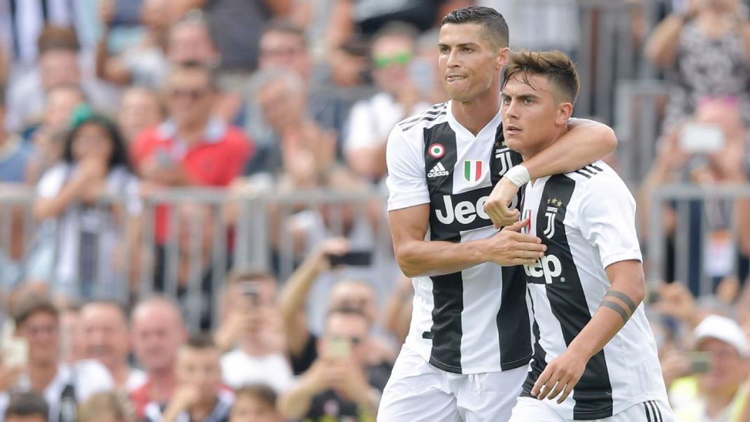 Cristiano Ronaldo y Paulo Dybala se besaron en la boca en el festejo de la Juventus