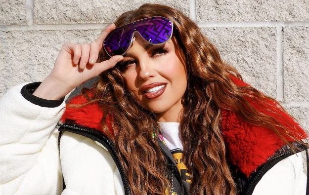 Thalía es víctima de críticas por un detalle en sus dientes