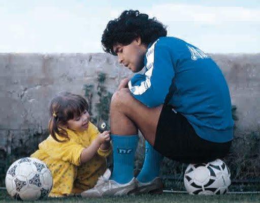Esta tierna foto de Dalma con Diego Maradona conmovió las redes
