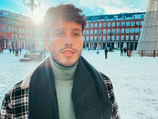 Sebastián Yatra se divierte con Ester Expósito en Madrid