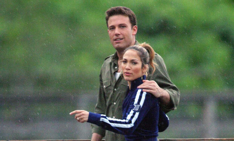 Jennifer Lopez y Ben Affleck a los besos en un restaurant